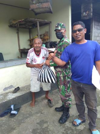 Pembagian Paket Sembako Kepada Lansian dan Warga Miskin Desa Pucaksari